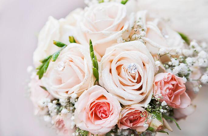 ブライダルにも!結婚式のブーケにぴったりの誕生花