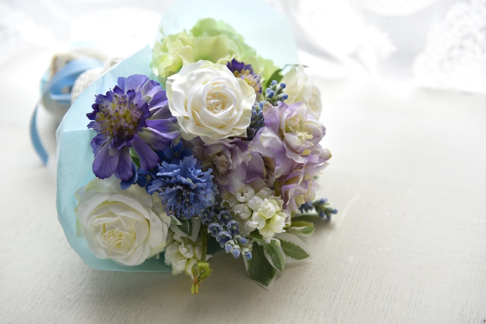 花に合わせて選ぼう!ブーケの形の種類