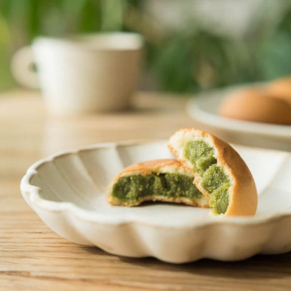 良質な茶葉を使った、濃厚で上品なお饅頭
