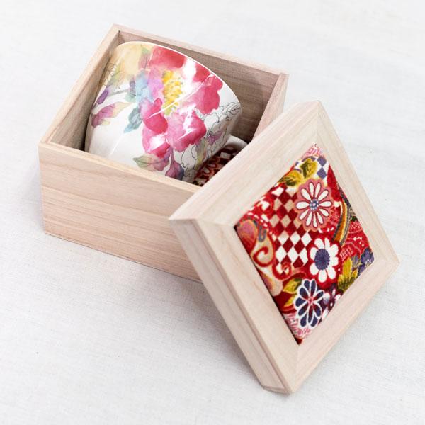 美しいちりめん木箱入りで、<br>プレゼントにぴったり