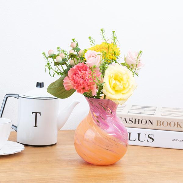 青森県伝統工芸品「津軽びいどろ」の花瓶