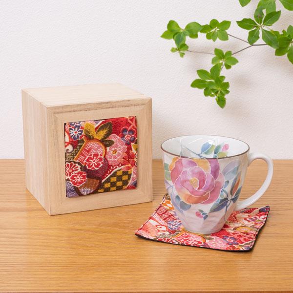 優しいタッチのバラが描かれたマグカップ