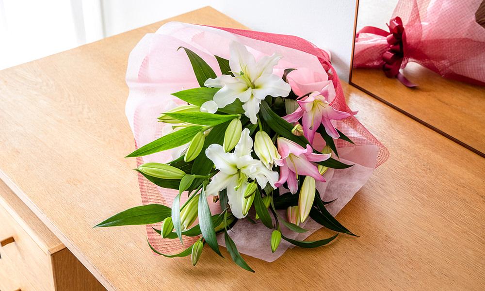 2色ユリの花束(商品番号:511081)¥5,500(+手数料550円)