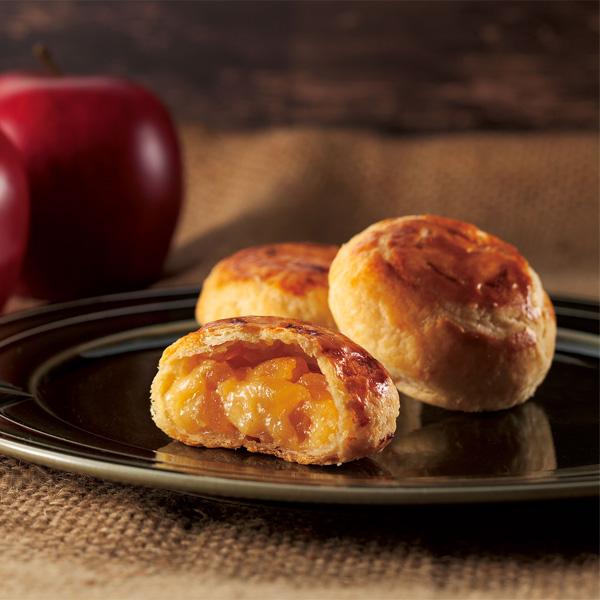パイの中からりんごとクリームがとろ~り
