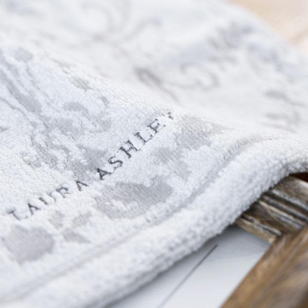 タオルはロゴ入りで使いやすいデザイン