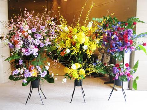 【スタンド花・花輪(開店祝い・開業祝い)(法人)】スタンド花お祝い一段(ピンク系、胡蝶蘭入り)