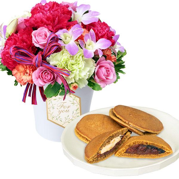 【お祝いセットギフト】デンファレの鮮やかアレンジメントと【果子乃季】山の口どらやき10個入