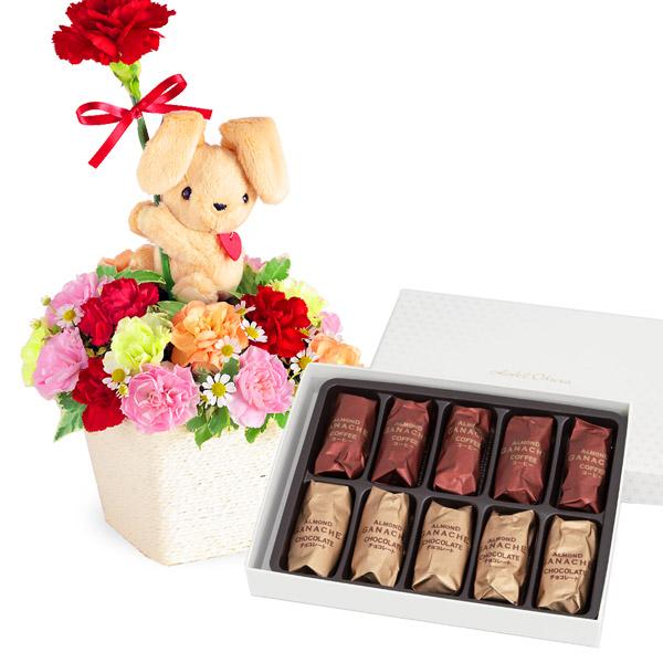 ラブリーうさぎのアレンジメントと【ホテルオークラ】アーモンドガナッシュ10個入 b18521233 |花キューピットの母の日 お花とセットの特集2020