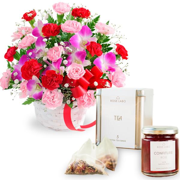 カーネーションと赤リボンのバスケットと【ROSE LABO】ロシアンティーギフト ro01521282 |花キューピットの2019母の日セットギフト特集