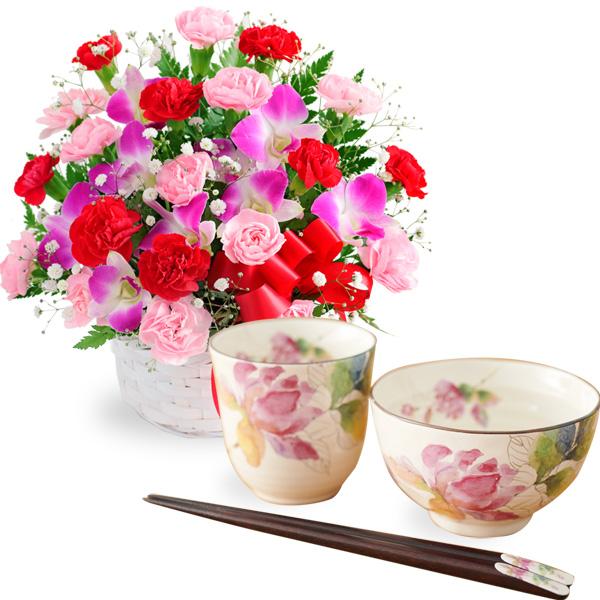 【母の日 ありがとうギフトセット】カーネーションと赤リボンのバスケットと飯碗湯呑セット ばらの香(天宝箸付き)