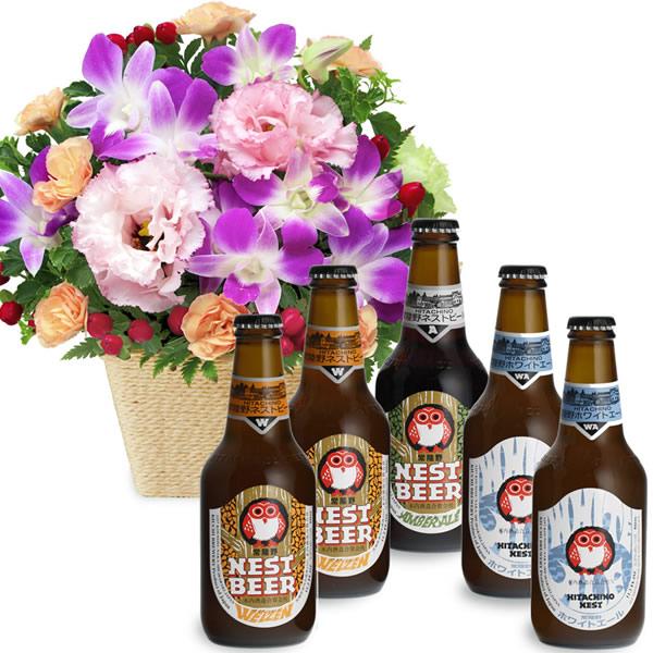 【お祝いセットギフト】デンファレとトルコキキョウのアレンジメントと常陸野ネストビール飲み比べ5本セット