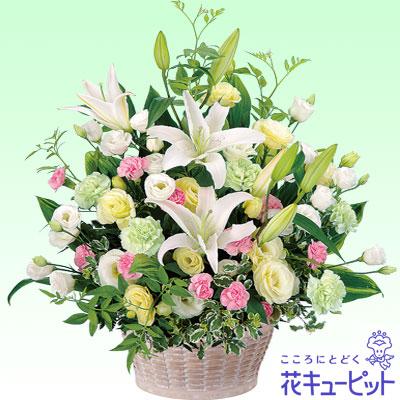 【お供え・お悔やみの献花】お供えのアレンジメントやわらかい色合いが優しかった故人の面影が偲ばれます。