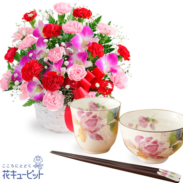 【母の日 ありがとうギフトセット】カーネーションと赤リボンのバスケットと飯碗湯呑セット ばらの香(天宝箸付き)薔薇が美しい食器セットは、お花好きなお母さんに