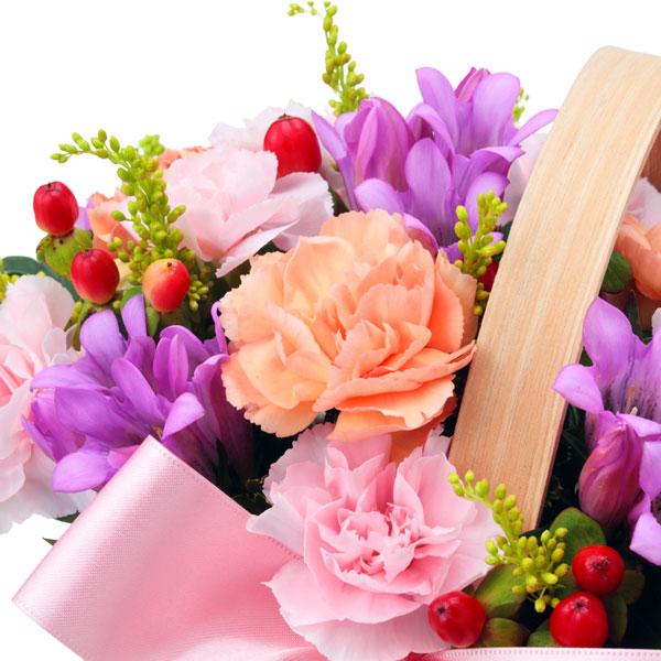 【敬老の日フラワー】リンドウのウッドバスケットピンクのリボンを添えた可愛らしいバスケット