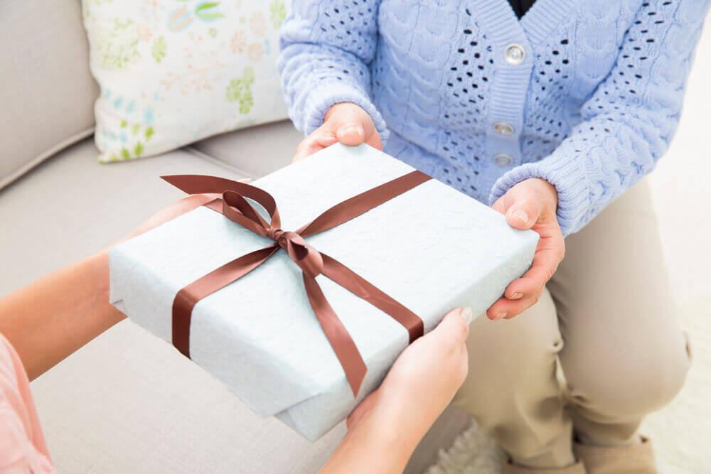 母の日に息子から贈るプレゼント、具体的に何が喜ばれる?