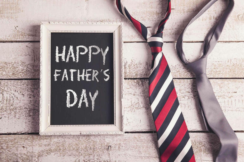 父の日には、お花と一緒に実用的なファッションアイテムを贈ろう|父の日 コラム