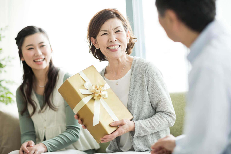 息子から母親へ贈るギフト|母の日 コラム